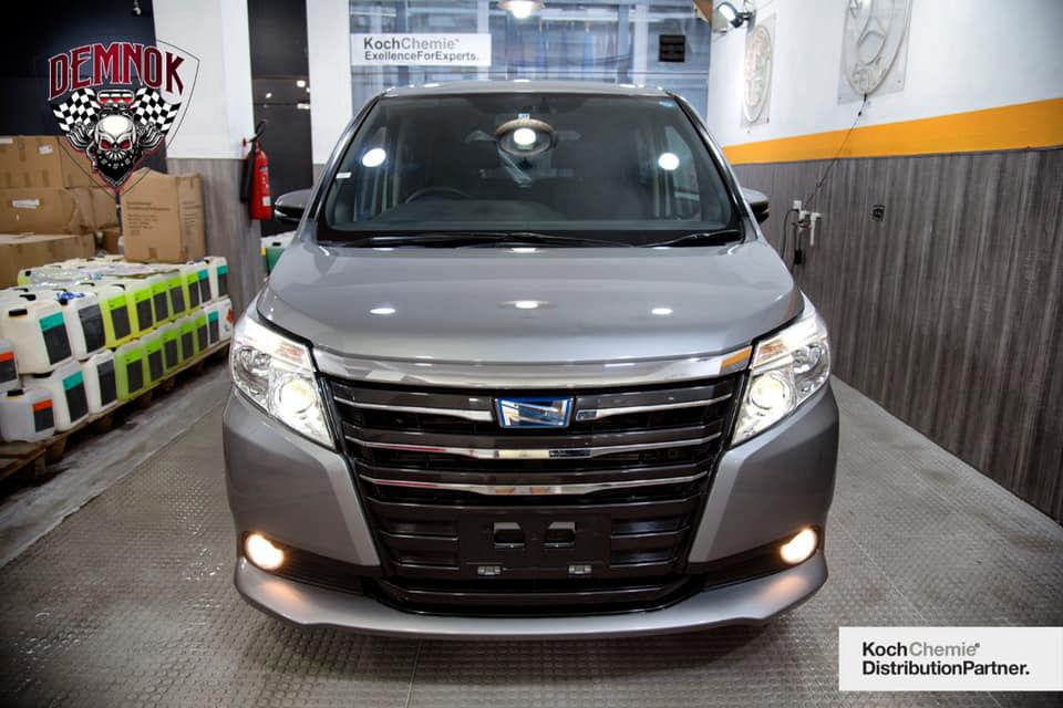 Toyota Noah 1.8 Hybrid 2015
