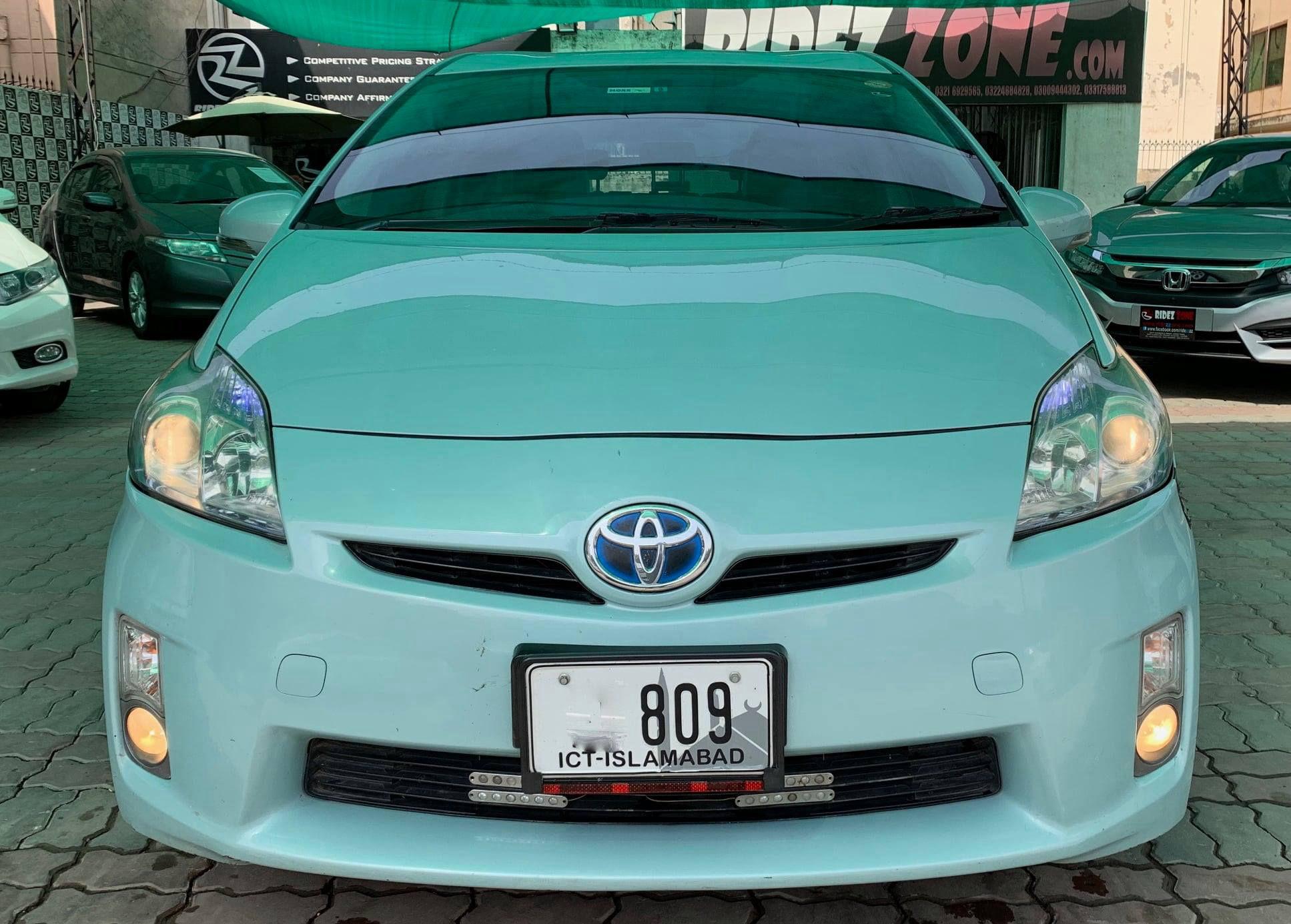 Toyota Prius L 1.8 2011